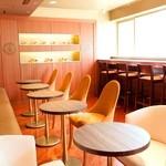 リンツ ショコラ カフェ - 2階のカフェスペース