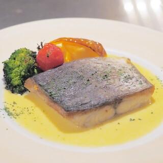 イタリアンバル UOKIN 池袋店 - お魚のポワレ 白ワインソース