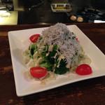 酒房食堂 dish - ブロッコリーとアスパラガスとシラスのサラダ