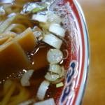 丸見食堂 - 中華のお店らしい毛湯スープ