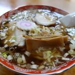 丸見食堂 - 豚がほのかに香るスープ(毛湯)になります。源来軒と似ている(こちらも創業後90年近く・・・)