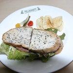 パインズ ランチョネット - ローストビーフサンドイッチ