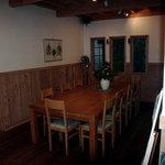 パインズ ランチョネット - 室内の大きなテーブル