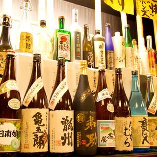 ずらりと並ぶ酒瓶!日本全国の焼酎・日本酒!