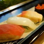 かさね寿司 - しゃりに特徴あり、新米のコシヒカリをブレンド