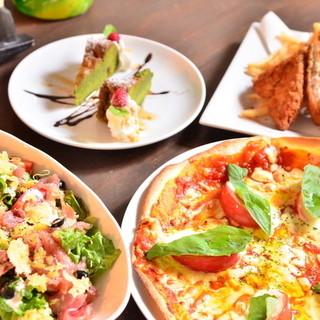 季節の食材を使った料理たち、スィーツ付のコースも人気です