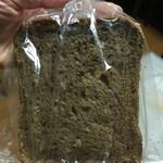 ボンジュール・ボン - 雑穀食パン。2枚入りで100円位。