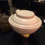 スーツァン・レストラン陳 - より香り高くするため最後の加熱はテーブルにて
