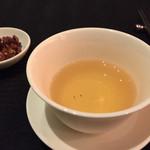 スーツァン・レストラン陳 - 香り高いジャスミン茶(¥1700)