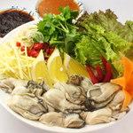 恵比寿 ガパオ食堂 - 1月の月替りメニュー☆ ヤム・ホイナンロン(牡蠣のサラダ)