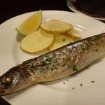 赤坂メトロ - 丸ごと秋刀魚のコンフィ(950円)・・大きな秋刀魚です。 ワタもそのまま焼かれていますので、身と混ぜると美味しい。 やはり、旬のものは美味しいですね。