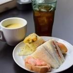バター - 食べ放題のパンとドリンク