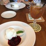 カフェ&キッチン yy - クレメダンジュ風チーズケーキ、アイスティー