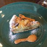 カフェ&キッチン yy - りんごのクランブルタルト
