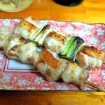 とりしん一 - ねぎま&もも(塩)¥130じっくり焼かれた鶏肉は噛むほどに弾力があります
