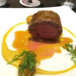 44006958 - 肉料理。子羊のルーロー仕立て、南瓜とローズマリーのニョッキ添え。ピスタチオとシェーヴルチーズのソース