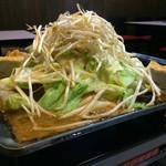 翔屋 - 料理写真:永平寺流・翔屋鉄板 ホルモン全般、親鶏が入ってます。