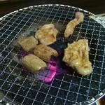 焼肉のあじまる - ホルモン(タレ)。焼きあがったらこのまま召し上がれ!