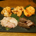 オカン焼肉 紅ちゃん - 2015.11 ホルモンおまかせ盛り合わせ5種盛り(1,500円)