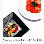 WINE&DINING ポルコロッソ - ピクルス盛り合わせ580円 パプリカ・ブロッコリーなど自家製のピクルス。オススメは意外にもしめじ。