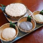 豆の花 - 料理写真:自慢の豆腐 (ざる豆腐、温泉豆腐、枝豆豆腐、黒胡麻豆腐)