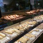 44020573 - 焼き立てパンがいっぱい