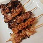 やきとり道場 - 料理写真:(上から)鶏レバー、豚レバー、はつ、鶏皮、軟骨