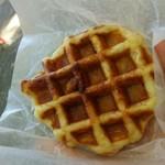 ママズ・ワッフル - 安納芋とりんご 220円