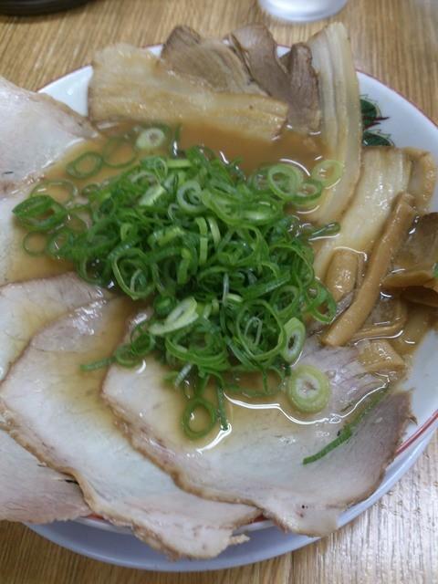 珍遊 一乗寺本店  - チャーシュー麺 丼を覆い尽くすチャーシューが圧巻