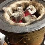 味の羊ヶ丘 - 炭火が入った七輪