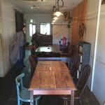 三人灯 - 2階テーブル席