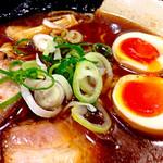 44026234 - 黄金煮玉子ラーメン(コク旨醤油:830円)。