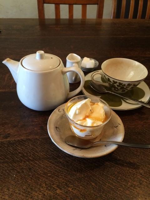 三人灯 - コーヒー、紅茶、オレンジジュースから選択