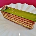 44029795 - 『グリオット ピスターシュ』(550円)!グリオットのコンフィチュールとピスタチオのムース、生地とを重ねた甘酸っぱいケーキ~♪(^o^)丿