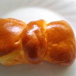 バレンシア - リボンのクリームパン  おいしい♪