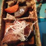 喜良喰 - お通しは、筑前煮とカレイの煮付け