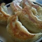 一圓 - 白金豚餃子(600円)、これは標準的な大きさの餃子ですね。ジャンボ餃子見た後これ見たらホッと致しました。