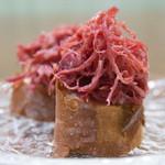 加藤牛肉店 - 料理写真:山形牛手ほぐしコンビーフ(140g1,620円)※下のバケットは別