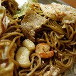 由松 - 豚肉・イカ・海老の3種mixのオム焼きそば