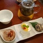 中華ビストロうちだ - コース料理の デザート盛合せ  withジャスミンティー