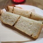 たまな食堂 - アヒージョに付く玄米パン