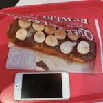 ビーバーテイルズ - 2015年10月:チョコレートバナナ(\540)…iPhone5と大きさを比べてみました