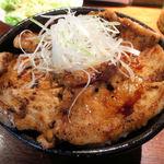 豚っく - かみこみ豚 豚丼 ハーフ&ハーフ(バラとロース)1,200円也