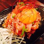 肉刺し・串焼き げん - 鶏ユッケ(タレ)