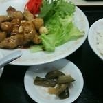 餃子の王将 - 料理写真:王将風「とんてき」580円とライス160円、合計740円 豚バラブロックを炒め甘い醤油・ソース味で味付けしてあります。