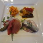 ラパン・アジル - 前菜盛り合わせ(キャロットパテ、ラタトゥイユ、イワシのマリネ、生ハム)