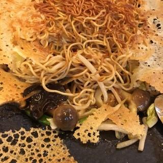 金鳳酒家 - 中から餡と野菜が出てきます!