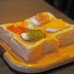 コーヒーショップ カコ - トースト(コンフィチュール+クリームチーズ+バター)