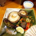 44050404 - 椎茸あみ焼き(¥650)。右上の三杯酢、この味わいが絶妙でした!