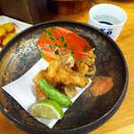 44050415 - 須崎うつぼの唐揚げ(¥850)。唐辛子塩で… 一緒に盛られたさつまいもの天ぷら、これも絶品!